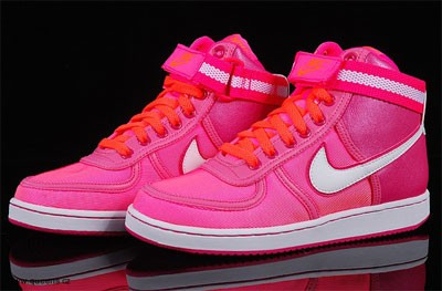 e8e57cab0a5 Dámské tenisky Adidas a Nike  Originalita a styl