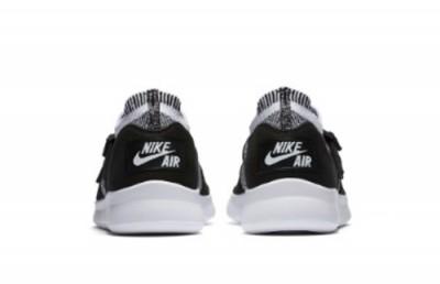 735863c068a9 Flyknit dává novým Nike Air Sock Racer Ultra Flyknit vyšší prodyšnost a  skvěle sedí na noze. Přezky z původní boty zůstaly zachovány