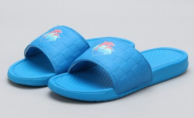 Pink Dolphin Waves 2.0 Slides blue